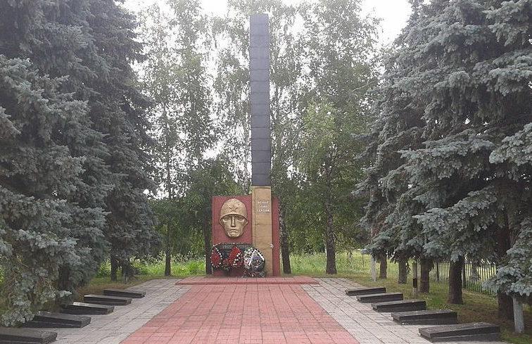 с. Княжичи Броварского р-на. Памятник у сельского совета, установленный в 1981 году на братской могиле воинов, погибших в годы войны.