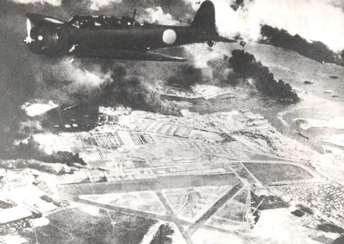 Перл-Харбор после атаки первой волны. 7 декабря 1941 г.