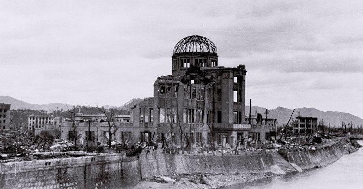 Разрушенный Выставочный центр Торгово-промышленной палаты Хиросимы. Август 1945 г.