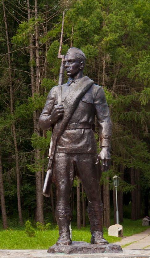 г. Яготин. Памятник Неизвестному солдату в городском парке.