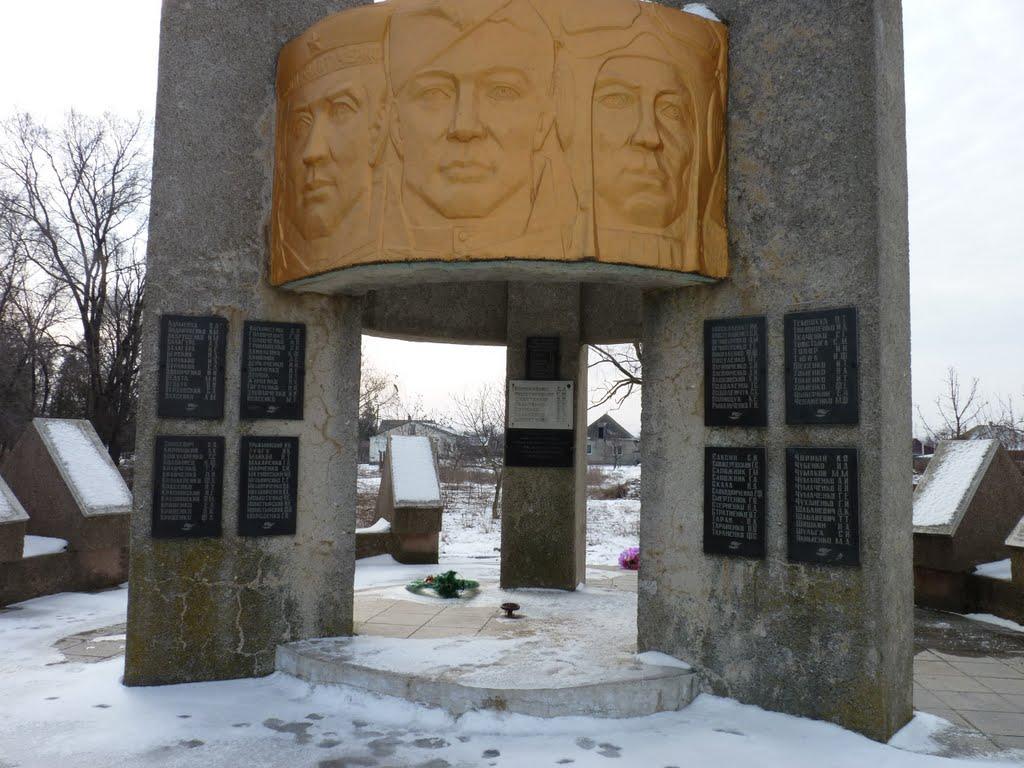 с. Выпасное Белгород-Днестровского р-на. Памятник погибшим воинам.