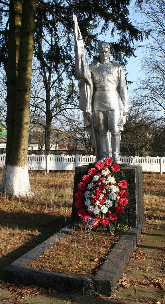 с. Боровка Макаровского р-на. Памятник, установленный на братской могиле, в которой похоронено 27 воинов, погибших в боях при освобождении села в ноябре 1943 года.