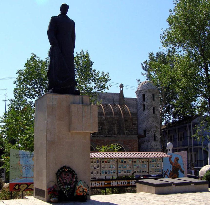 с. Затока Белгород-Днестровского р-на. Мемориал погибшим воинам в 1944 году.