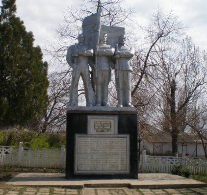 с. Казацкое Белгород-Днестровского р-на. Памятник воинам-односельчанам, погибшим в годы войны.