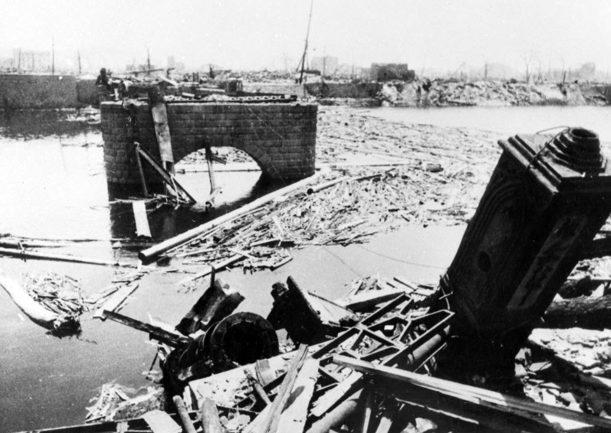 Разрушенный мост. Август 1945 г.