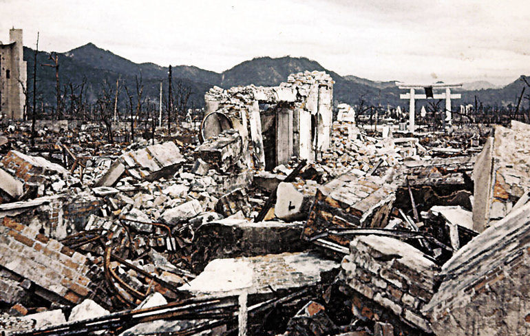 Руины города. Август 1945 г.