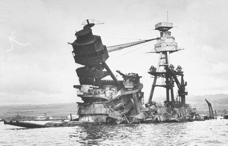 Затонувший линкор «Аризона». 10 декабря 1941 г.