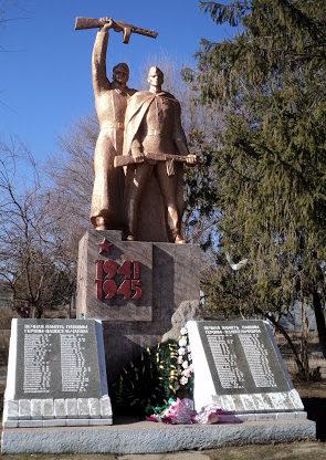 с. Приморское Белгород-Днестровского р-на. Памятник воинам-односельчанам, погибшим в годы войны.