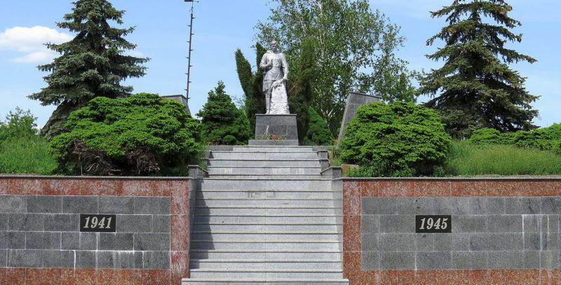 с. Колонщина, Макаровского р-на. Памятник воинам, погибшим в годы войны.