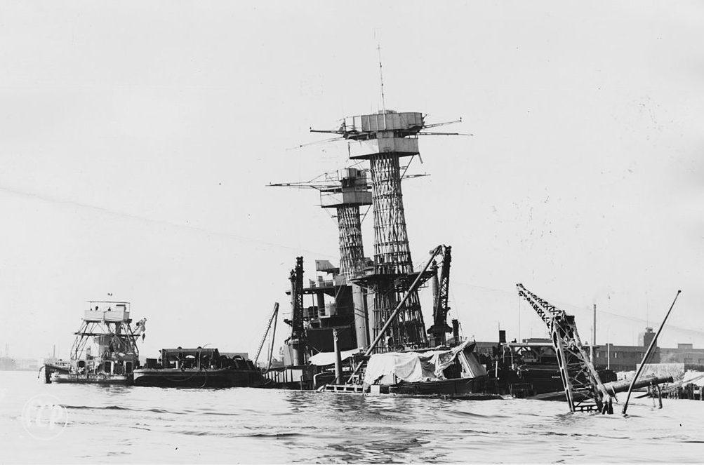 Затонувший линкор «Калифорния». 1 января 1942 г.