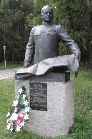Бюст Трижды Герою Советского Союза Г.К. Жукову.