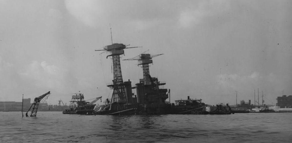 Затонувший линкор «Калифорния». 26 января 1942 г.