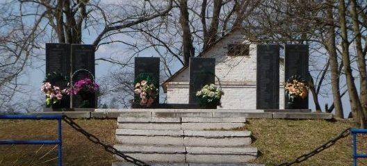 с. Шкнева Полесского р-на. Мемориал воинам, погибшим в годы войны.