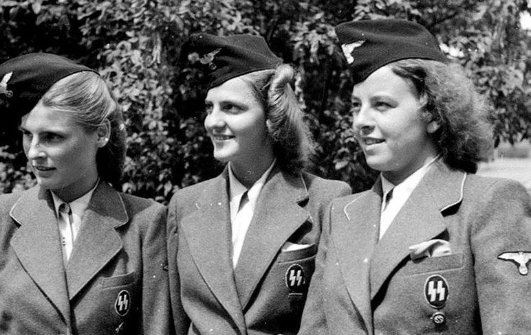 Женщины вспомогательного подразделения СС.