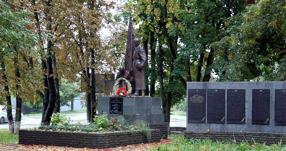 с. Рожны Броварского р-на. Мемориал у сельского совета, установленный в 1952 году на братской могиле воинов-освободителей. Здесь же похоронен командир Красной Армии Хавры Ф. и партизаны, погибшие в октябре 1943 года.