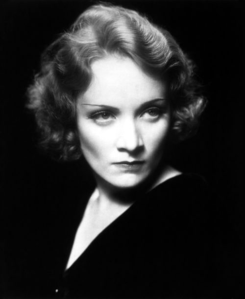 Актриса Марлен Дитрих.