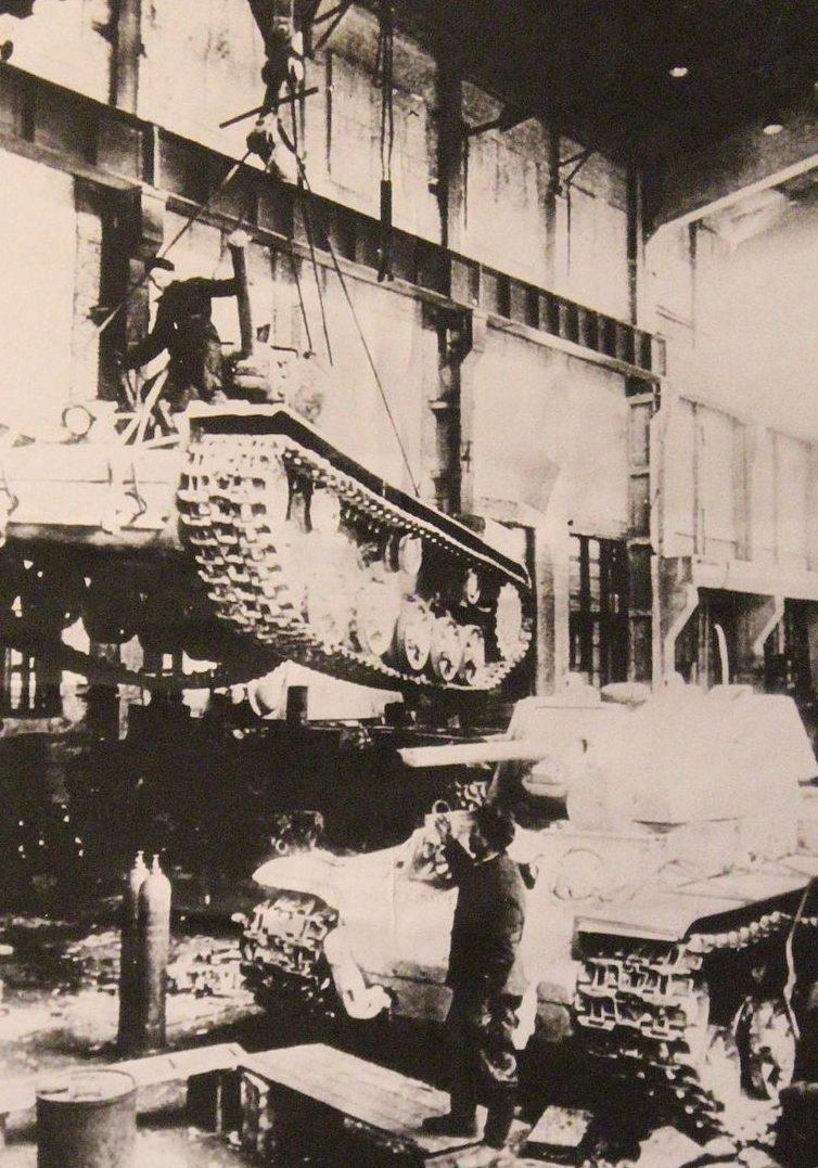 Производство танков. 1942 г.