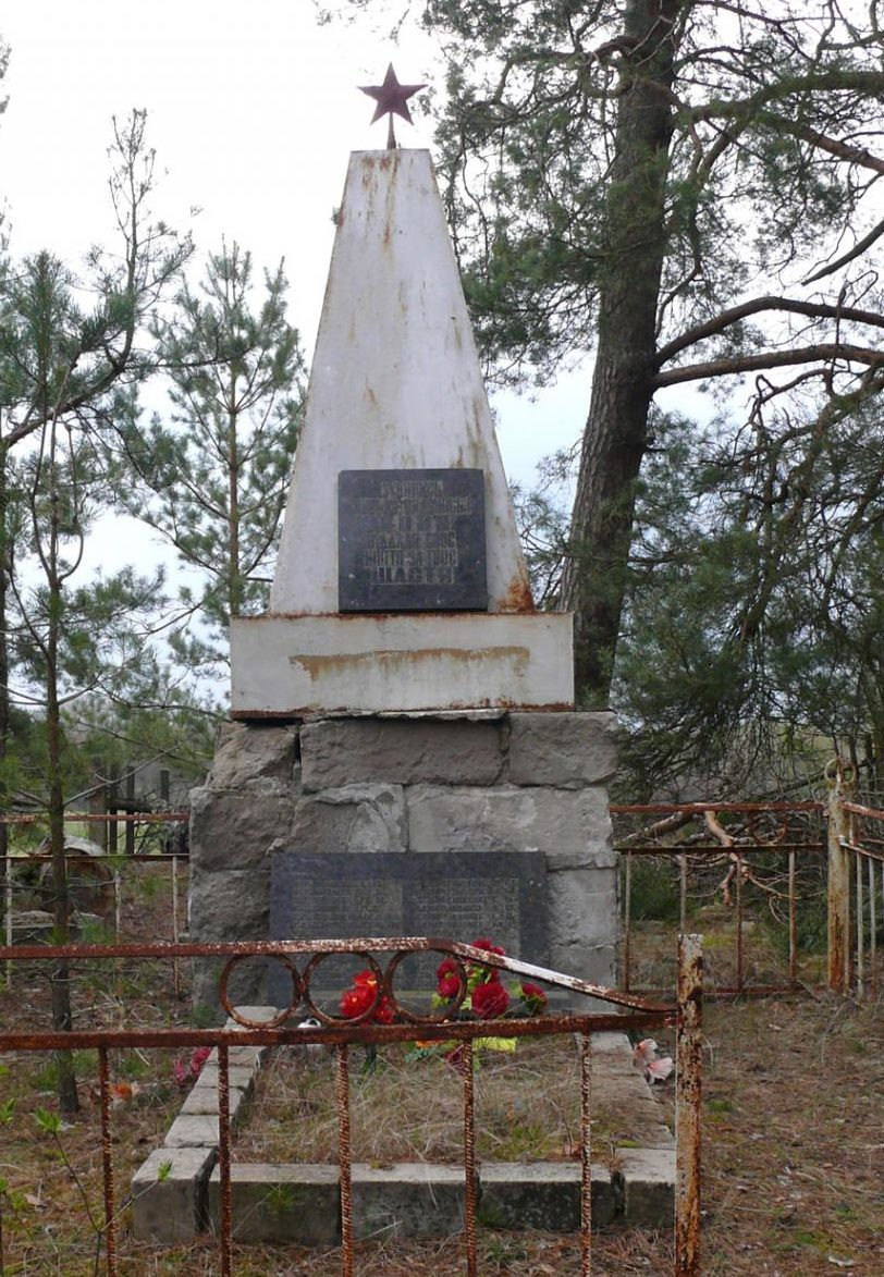 с. Городище, Чернобыльская зона отчуждения. Памятник воинам-односельчанам.
