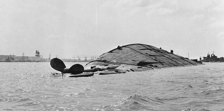 Затонувший линкор «Оклахома». 7 декабря 1941 г.