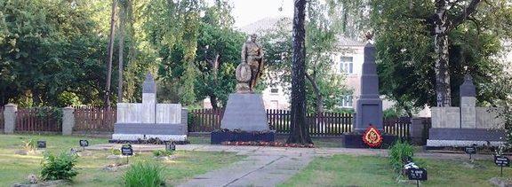 с. Стайки Кагарлыкского р-на. Мемориал в центре села, установленный на братской могиле. Здесь же размещены мемориальные плиты с именами погибших односельчан.