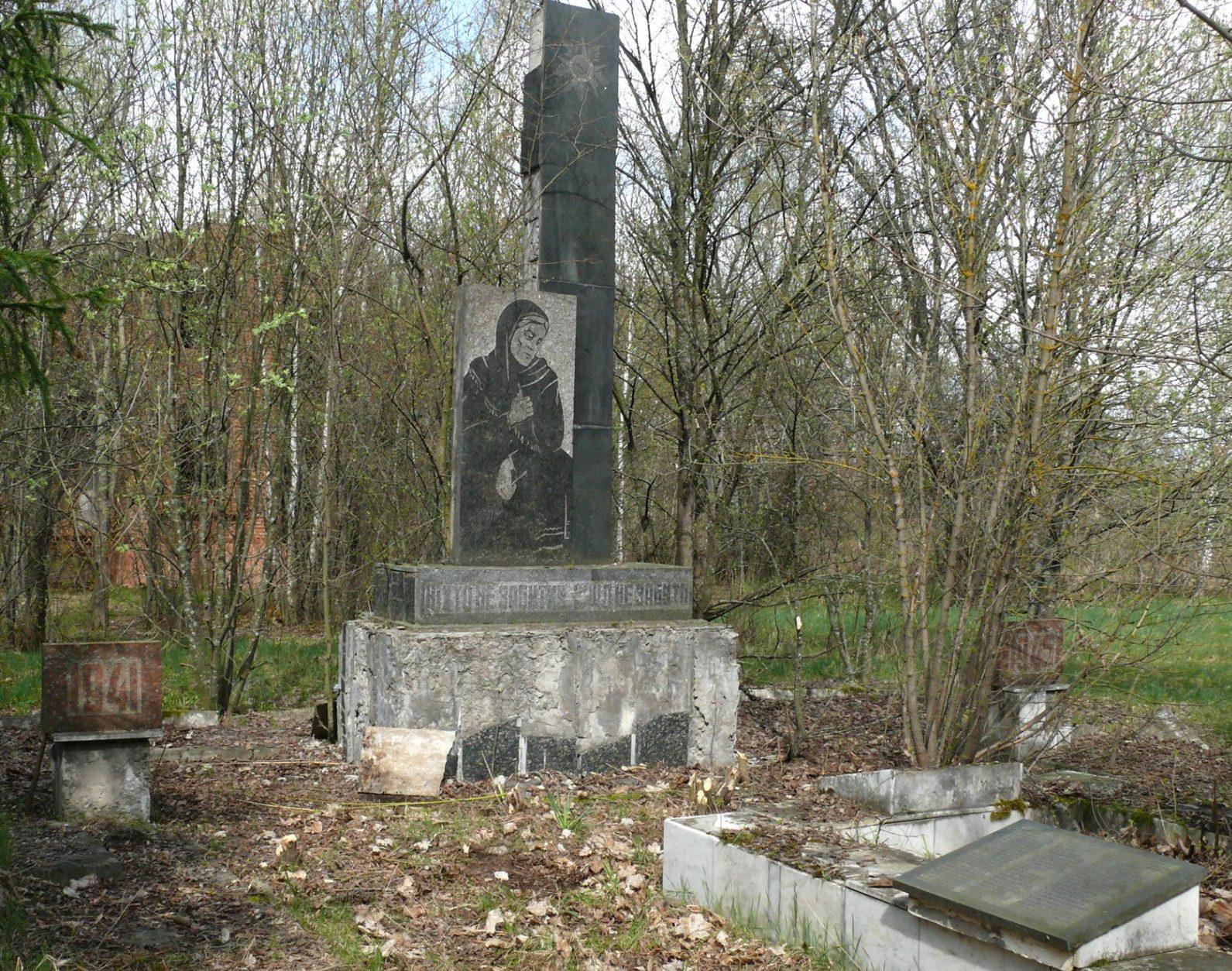 с. Диброва, Чернобыльская зона отчуждения. Памятник воинам-односельчанам.