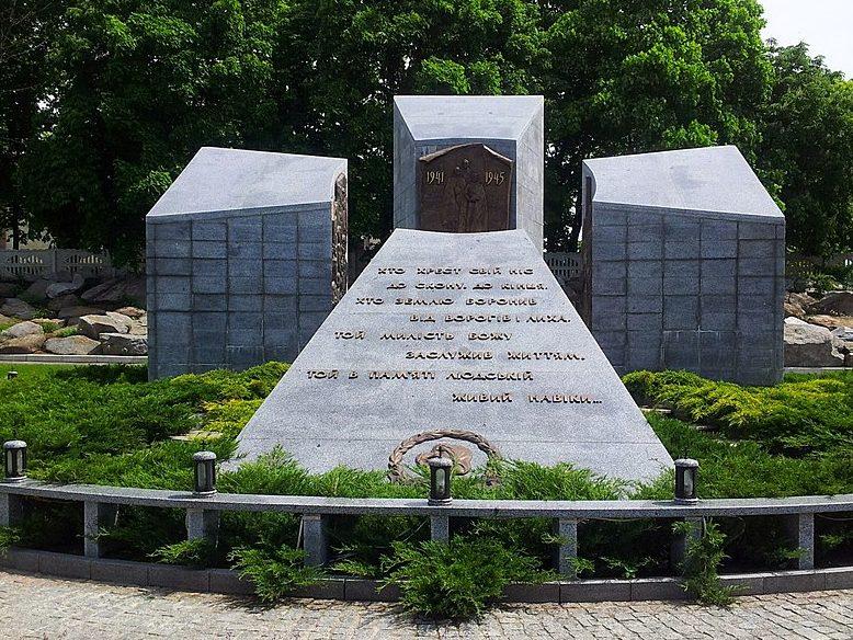 с. Буки Сквирского р-на. Памятник воинам, погибшим в годы войны.