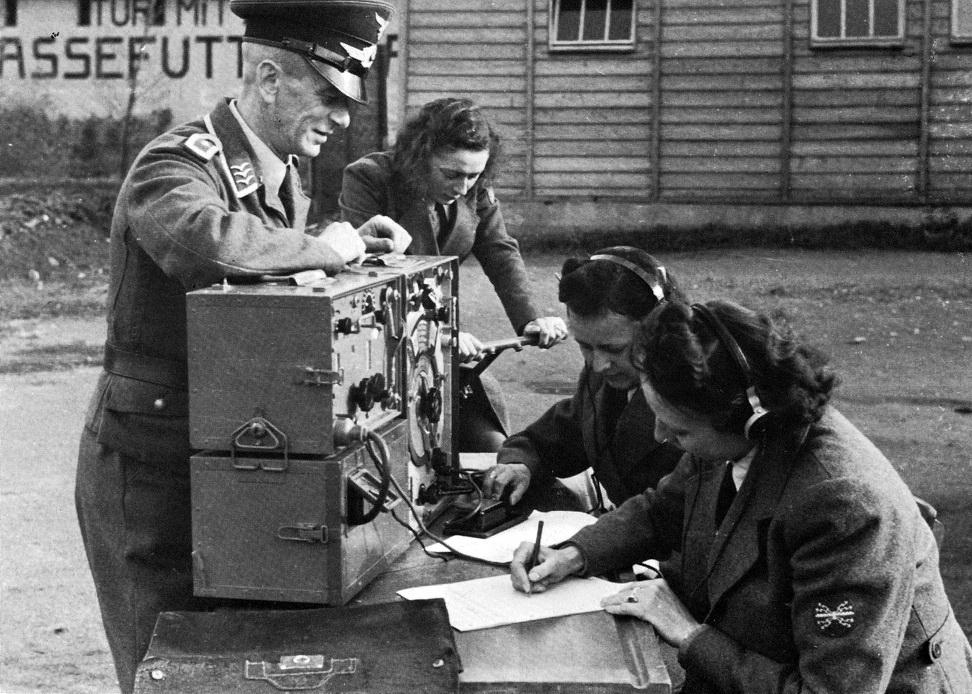 Служащие вспомогательной штабной службы Вермахта.