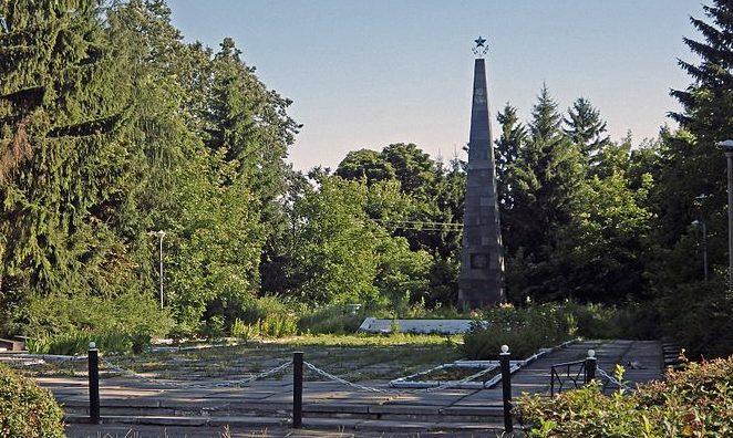 с. Горобеевка Сквирского р-на. Памятник в центре села, установленный в 1967 году воинам-односельчанам, погибшим в годы войны.