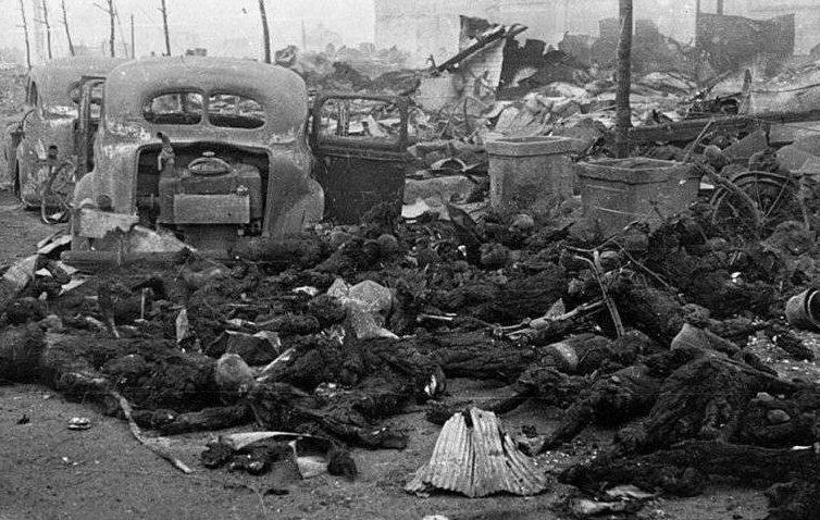 Жертвы бомбардировки. 6 августа 1945 г.