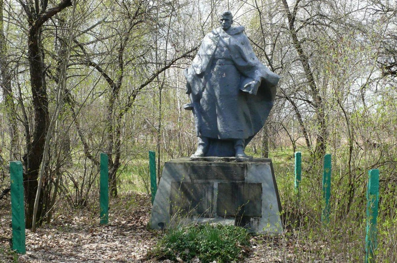 с. Замошье, Чернобыльская зона отчуждения. Памятник воинам, погибшим в ноябре 1943 года.