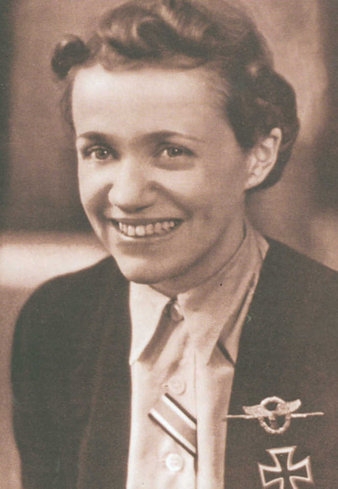Ханна Рейч после награждения. 1943 г.