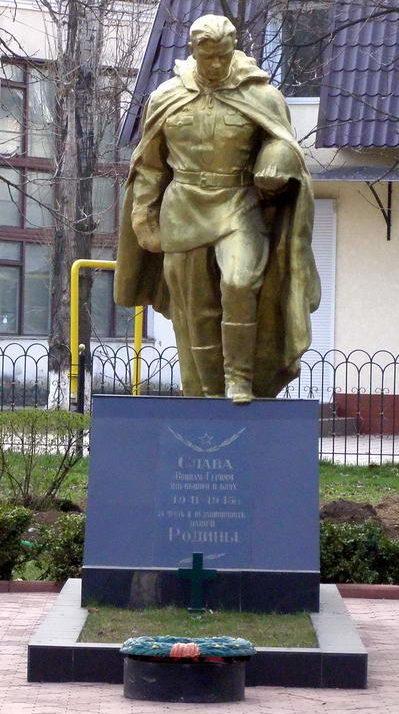 г. Беляевка. Памятник в центре города воинам, павших в боях за освобождение Беляевки.