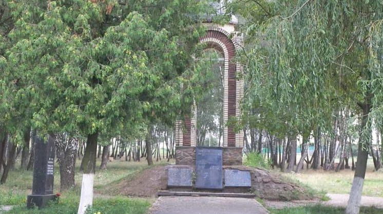 г. Васильков. Мемориал Славы в парке Березки, установленный в память о погибших земляках.