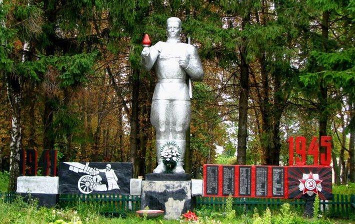 с. Малые Ерчики Сквирского р-на. Памятник в центре села, установленный на братской могиле воинов, погибших в годы войны.