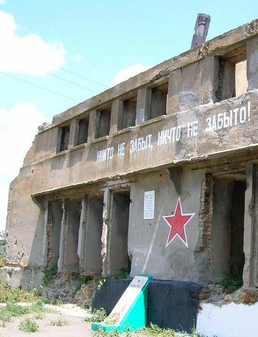 г. Беляевка. Памятный знак на месте расстрела приднестровских партизан.