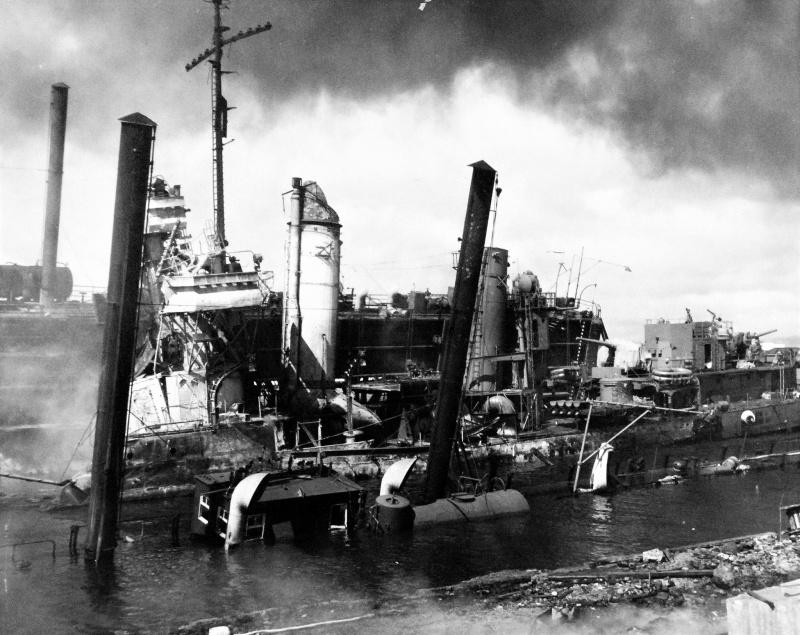 Поврежденный эсминец «Shaw» в сухом доке. Перл Харбор. 7 декабря 1941 г.