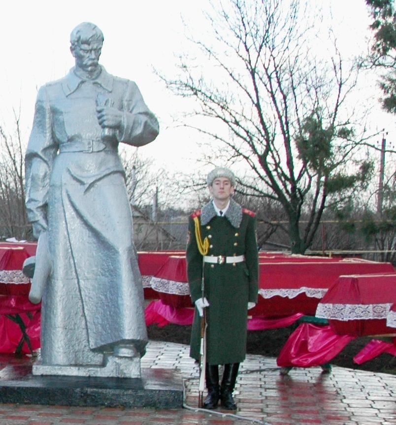 с. Великий Дальник Беляевского р-на. Памятник воинам, павшим в годы войны.