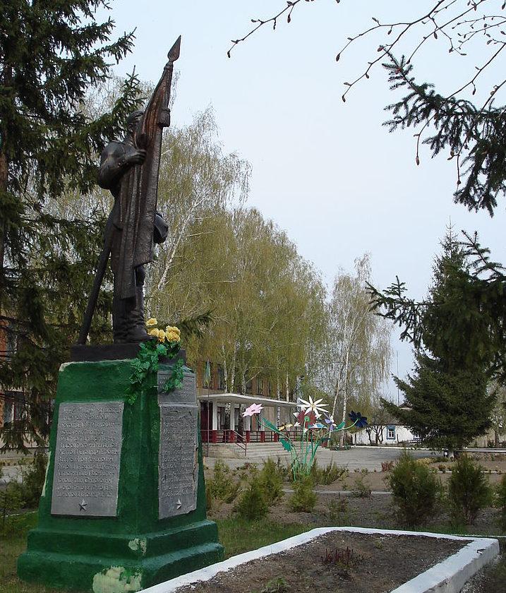 с. Заречье Васильковского р-на. Памятник у школы, установленный на братской могиле, воинов, погибших в годы войны.