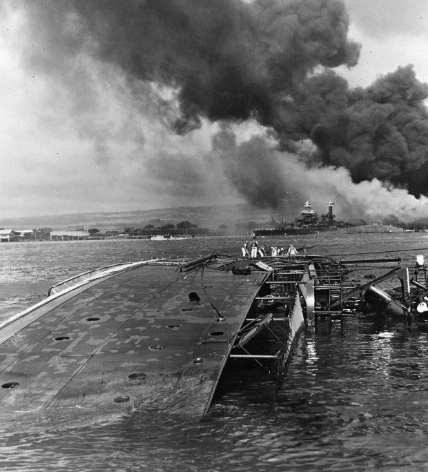 Затонувший минный заградитель «Оглала». Перл-Харбор. 7 декабря 1941 г.
