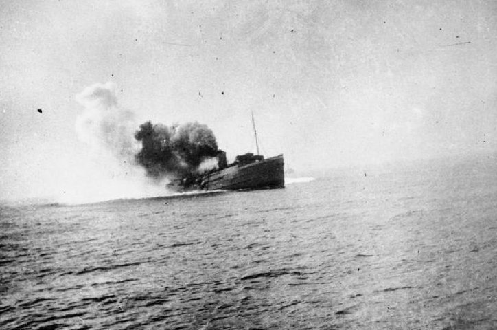 Пароход «Остров Мэн» горит после подрыва на мине. Дюнкерк, 29 мая 1940 г.