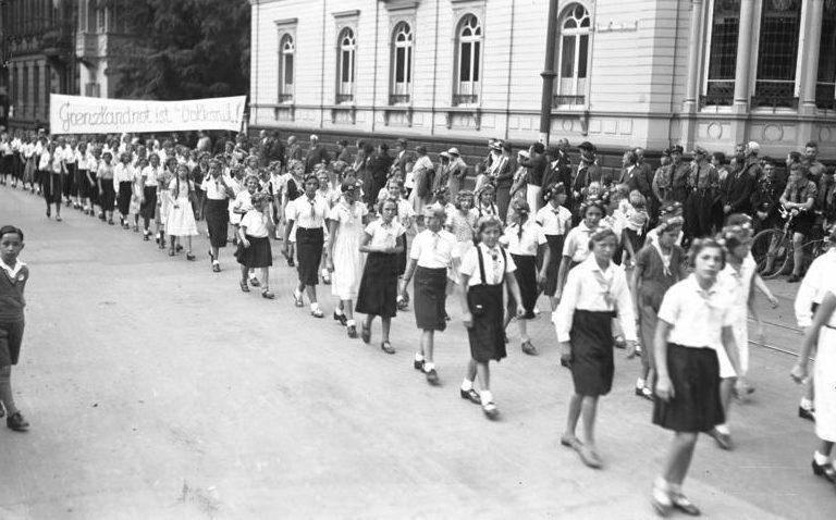 Воспитанницы Союза девочек. Вормс, 1933 г.