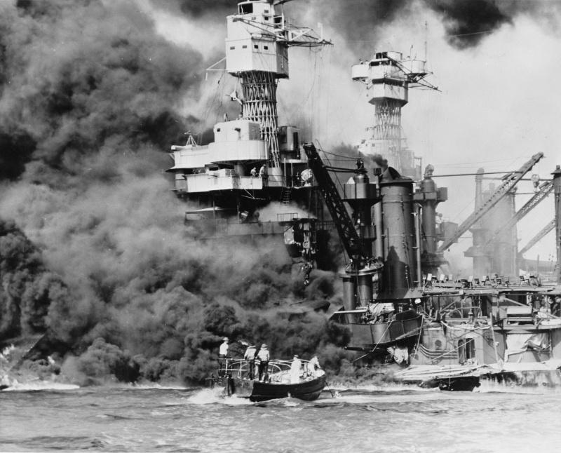 Пожар на линкоре «Западная Вирджиния». Перл Харбор. 7 декабря 1941 г.