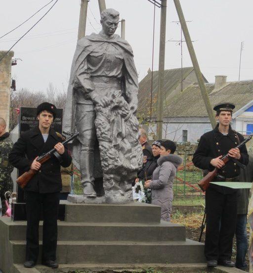 с. Ильинка Беляевского р-на. Памятник воинам односельчанам, погибшим в годы войны.