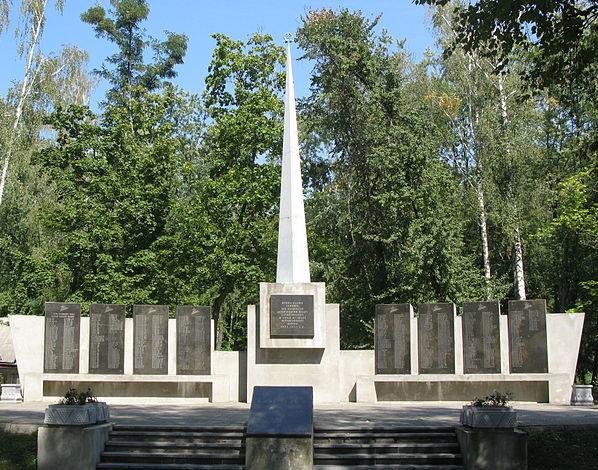 г. Березань Бориспольского р-на. Мемориал Славы, реконструированный в 2005 году в честь земляков, погибших в годы войны.