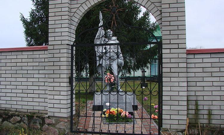 с. Липовый Скиток Васильковского р-на. Памятник у церкви, установленный в 1952 году на братской могиле воинов, погибших в годы войны.