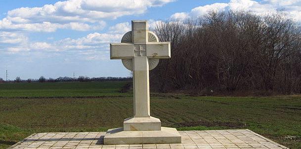 с. Курган Беляевского р-на. Памятник на кладбище румынских воинов, погибших во время войны.