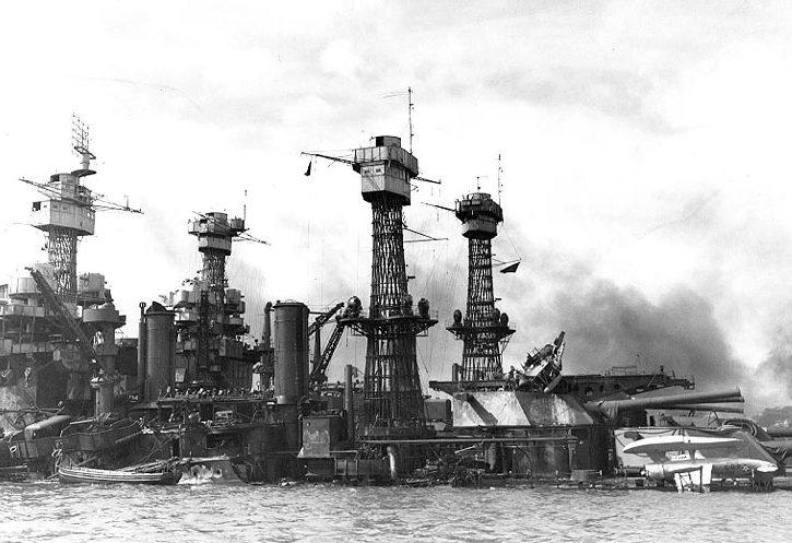 Затонувший линкор «Западная Вирджиния». Перл Харбор. 8 декабря 1941 г.