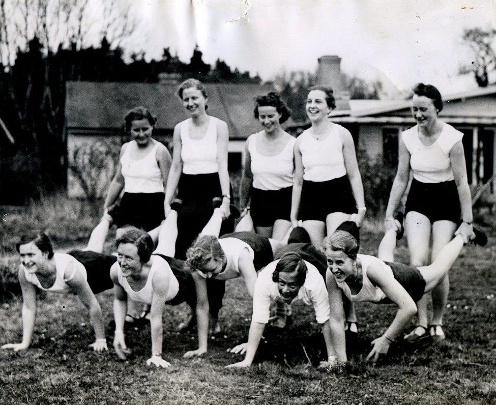 Занятие спортом в лагере BDM.