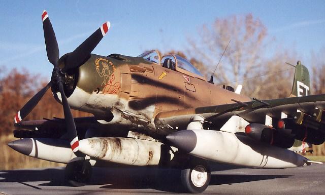 Robertson Ian. Пикирующий бомбардировщик Douglas A1-H.