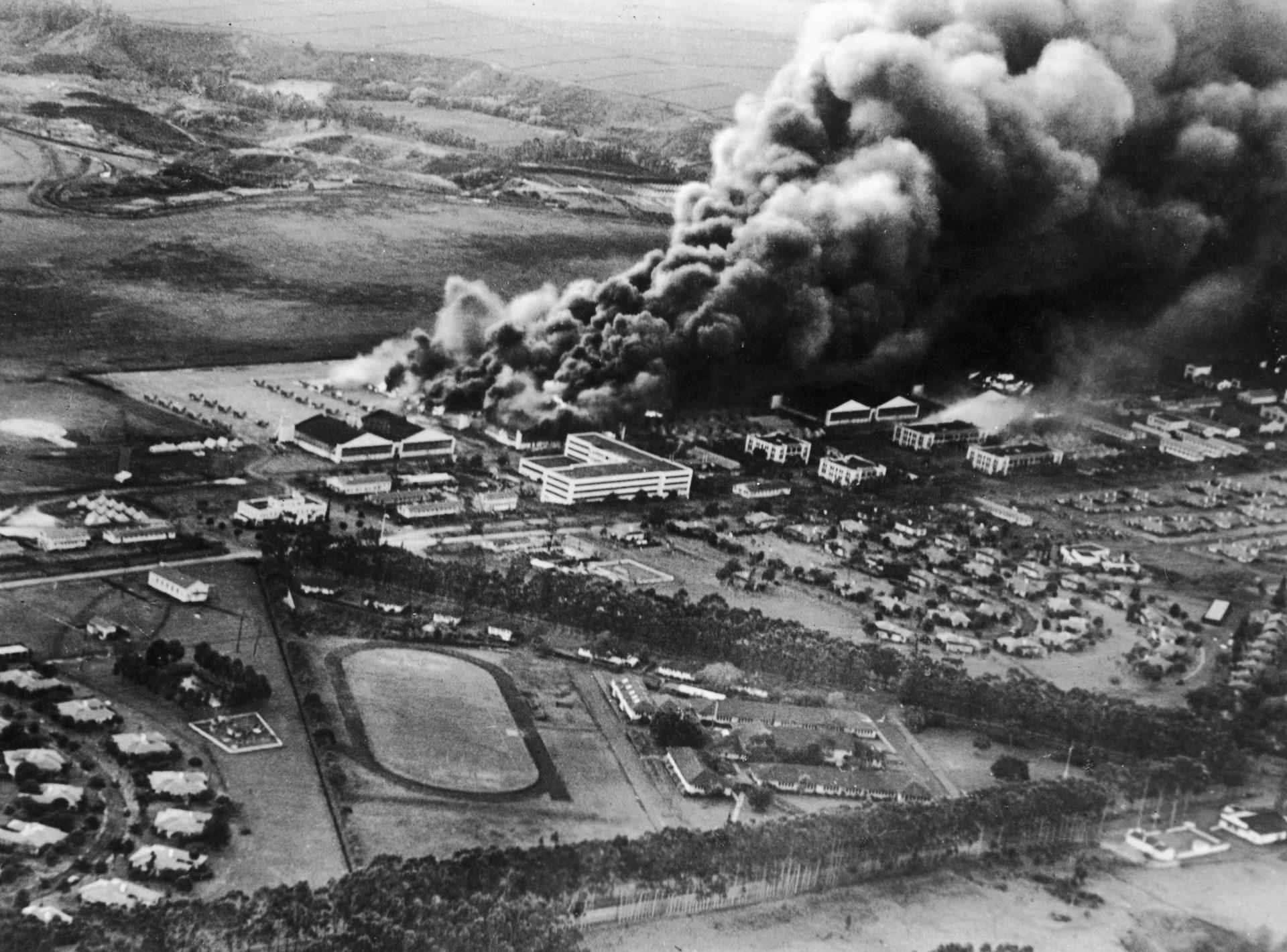 Пожар после налета на Перл-Харбор. 7 декабря 1941 г.